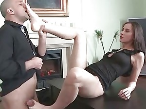 Hotty with ultra-cute feet likes super-fucking-hot footsex