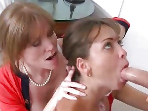 I have a fondness in the matter of slurp MILF coochies as a result I fall Moms