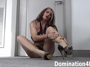 Foot fetish with Mistress Kendra Lynn