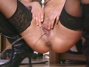 Italian Woman Takes Long Piss