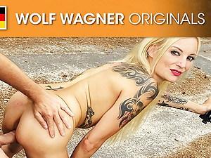 Kitty Blair runs bare protest against Tesla! Wolfwagner.com